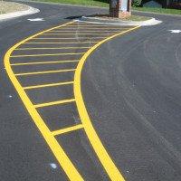🚗 Краска для дорожной разметки - эмаль спец предназначения, служит для покрытия поверхностей из бетона и асфальта по линии разметке, предварительно нанесённой. 🚛 Эмаль для дорог имеет высокие люминесцентные🚧 характеристики, позволяющие ей в темноте сохранять хорошую видимость, когда фары автомобиля попадают на линию разметки. Полимерные наполнители и пигменты, как правило, являются основой дорожной краски, образующих дисперсную систему - суспензию. После нанесения её на асфальт на поверхности появляется твёрдая и плотная плёнка💪, соответствующая нормам, которые имеет разметка автомобильных дорог. 🌟Краска дорожная кроме дорог общего пользования также применяется при разметке на заправочных станциях, автостоянках, парковках. 🌟Эмали хорошо ведут себя в условиях мягкого климата и при температурах от +40 до +60ºС. 💨Дорожная краска для разметки относительно быстро высыхает, как правило хватает 20-35 минут, имеет высокую стойкость к влиянию растворителей и воды. При яркости 80% средний показатель плотности до 1,6 г/см куб. 🌟Наносят эмаль вручную либо автоматически (машинным способом). Поверхность перед нанесением должным образом обрабатывается посредством очищения, а в отдельных случаях и обезжиривания. 🌟 Для улучшения показателя светоотражения дорожные краски тщательно вымешивают и при необходимости добавляют в них спец элементы.  Когда Вам предлагают купить краску для дорожной разметки, обратите внимание в первую очередь на основные критерии её выбора: 🚘-долговременность; 🚘-износоустойчивость; 🚘-стойкость к атмосферным осадкам и температурным перепадам; 🚘-цвет, который должен балансировать между белыми и желтоватыми оттенками с нейтральными параметрами блеска. #химтраст #himtast #химтрастукраина #краскадлядорог #краска #краскадляасфальта #разметкадорог  #матоваякраска #дорога  #химтраст #himtast #химтрастукраина #ремонт